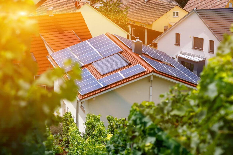 Boom domácích elektráren vČesku pokračuje. Sjejich financováním pomohou zelené úvěry i prodej přebytečné energie